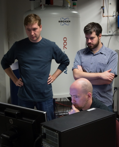 Simon Sharpe and students monitoring sold state NMR data